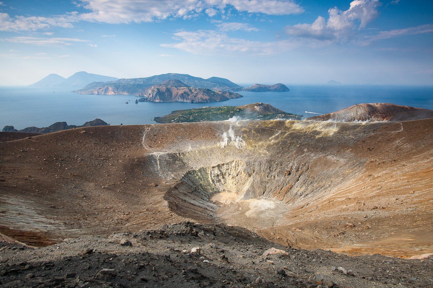 Cratère du volcan Vulcano dans les îles éoliennes