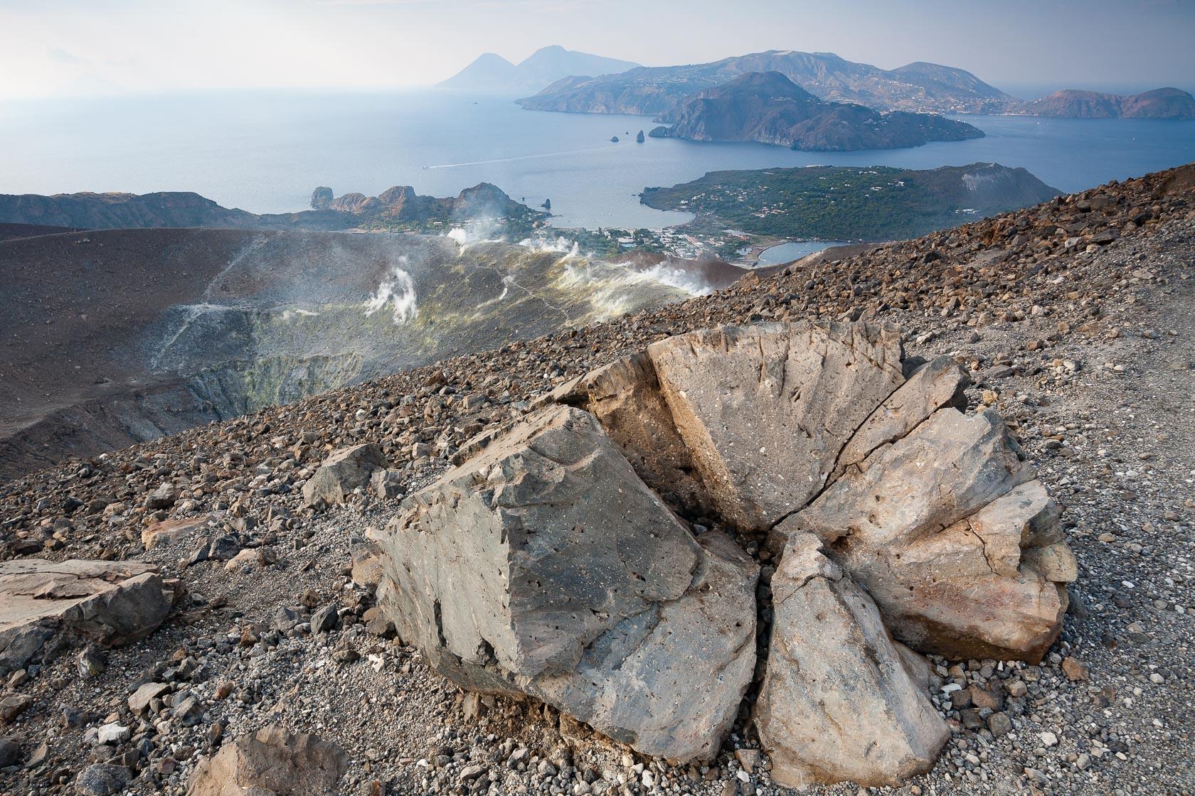 Bombe volcanique sur le volcan Vulcano