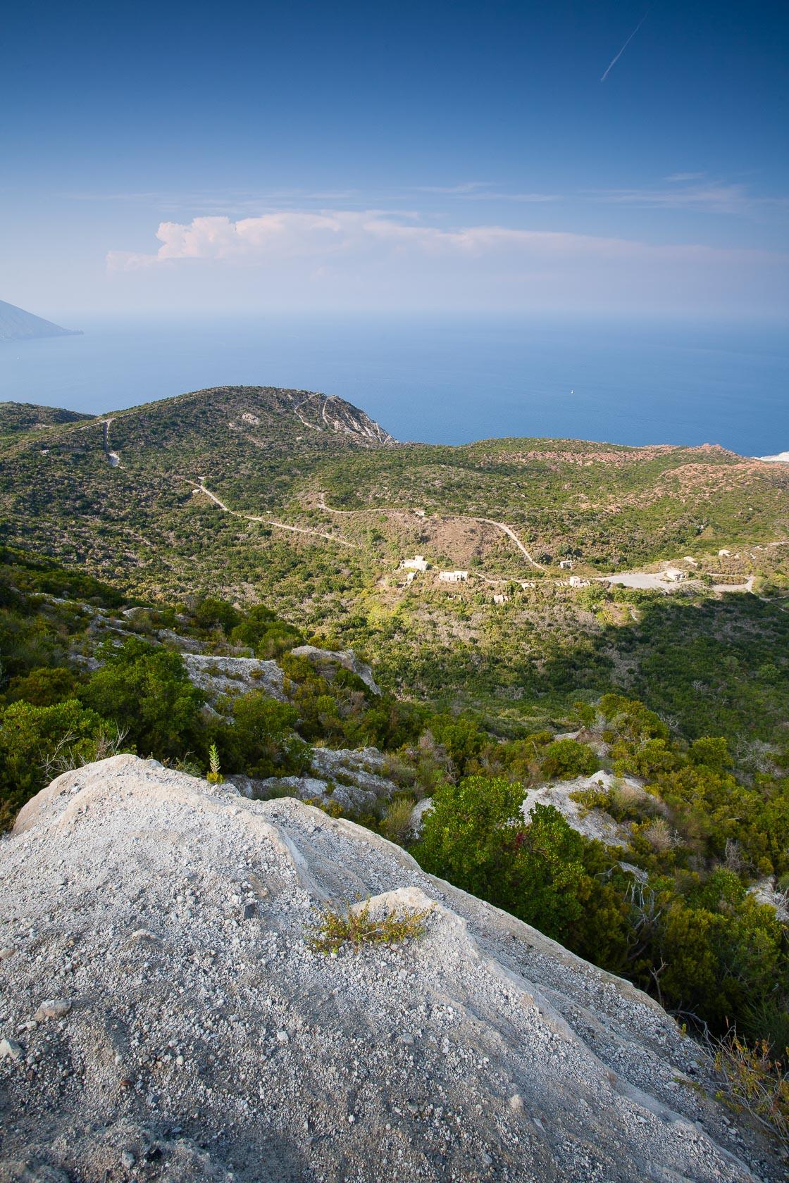 Intérieur de l'île de Lipari dans les éoliennes