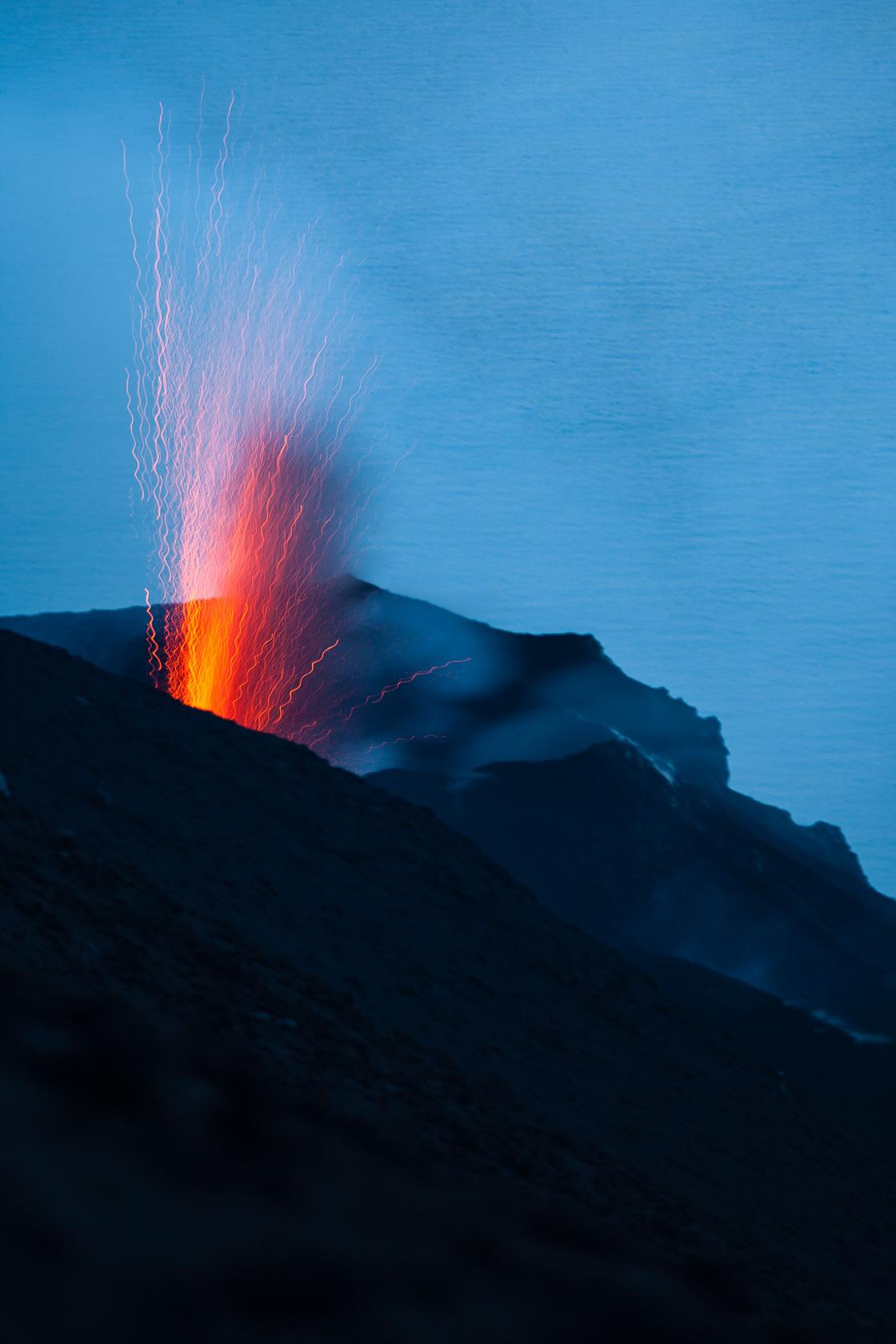 éruption volcanique au Stromboli, dans l'archipel des iles éoliennes