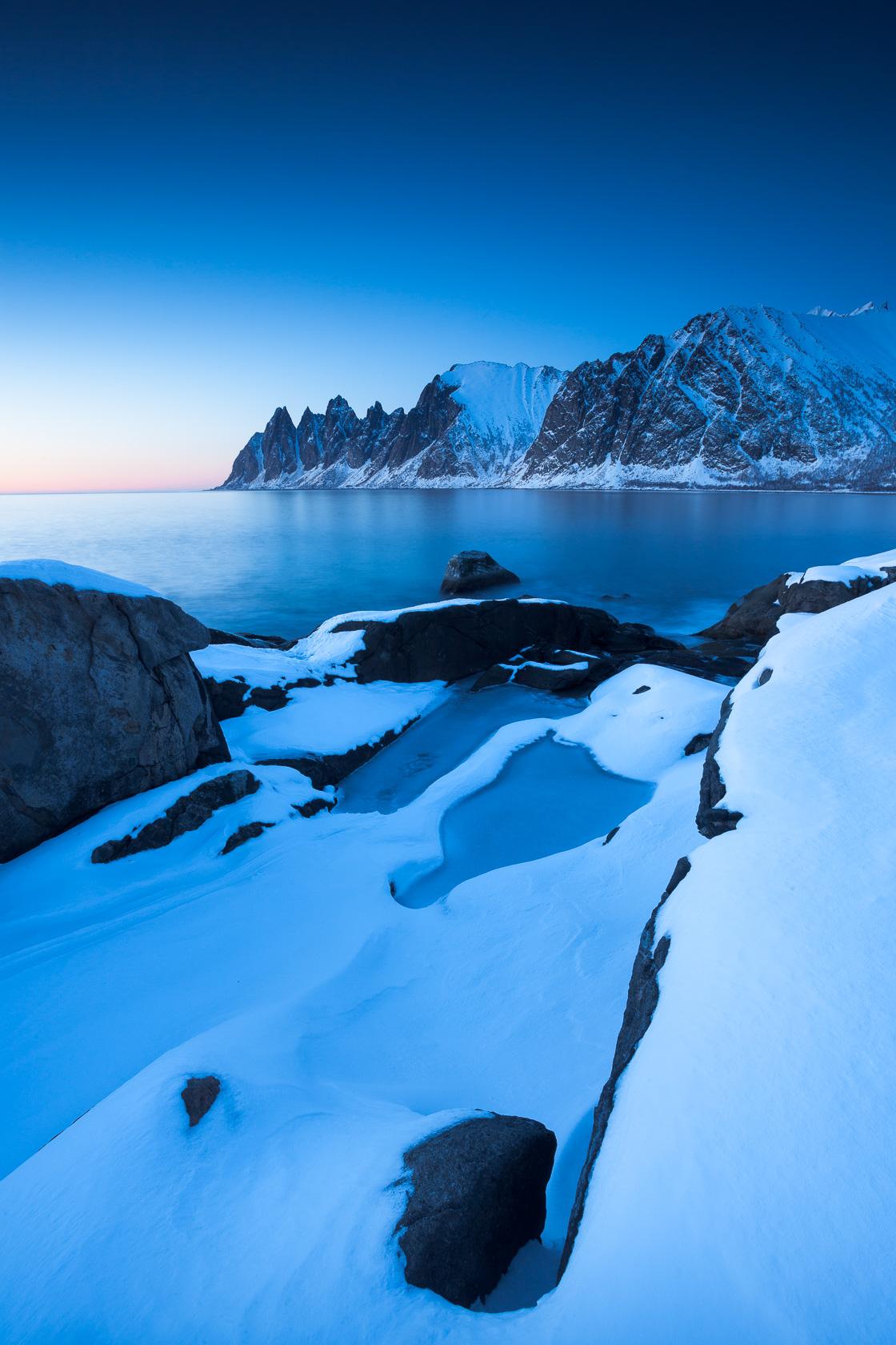 Devil jaw dans l'Ersfjorden à l'heure bleue