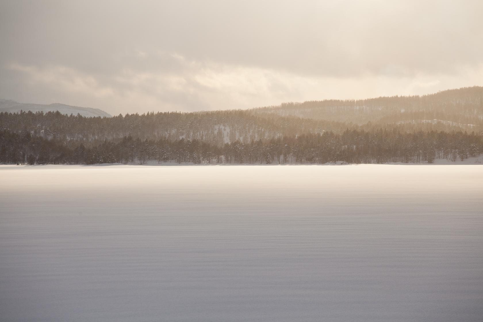 lac gelé près de Finnsnes, en Norvège