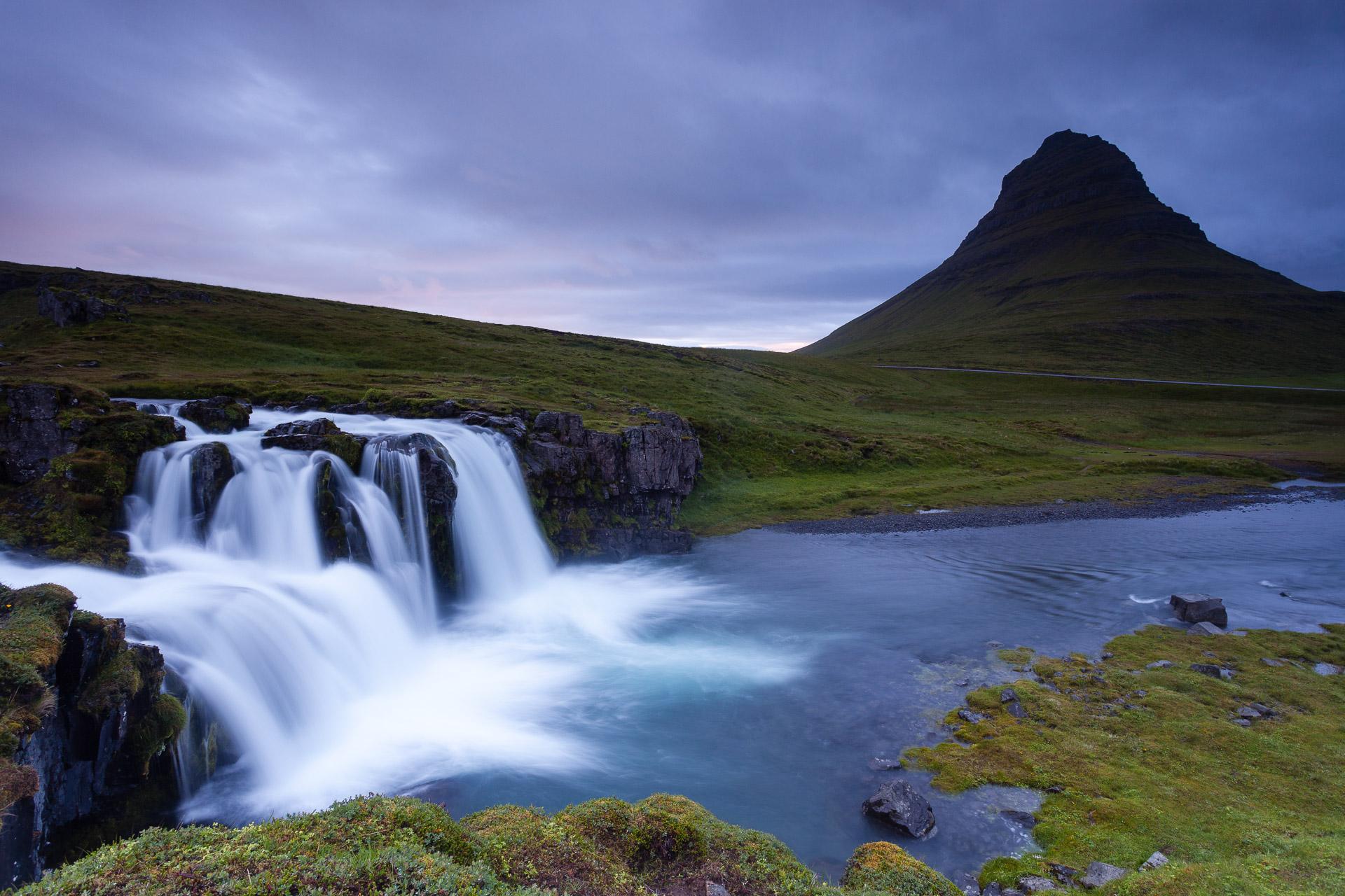 la cascade de Kirkjufell, dans le nord de l'Islande