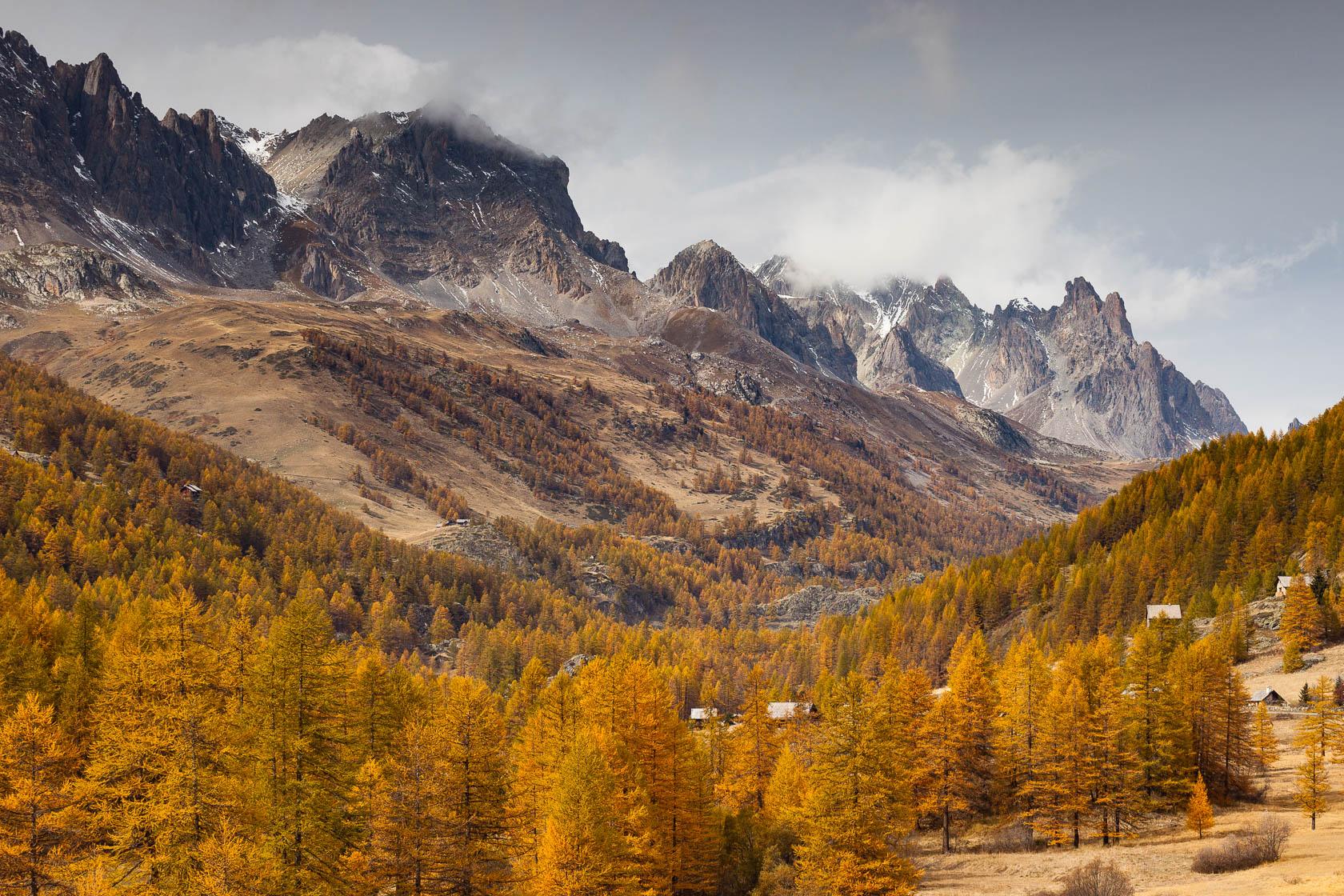 Le massif des Cerces en automne