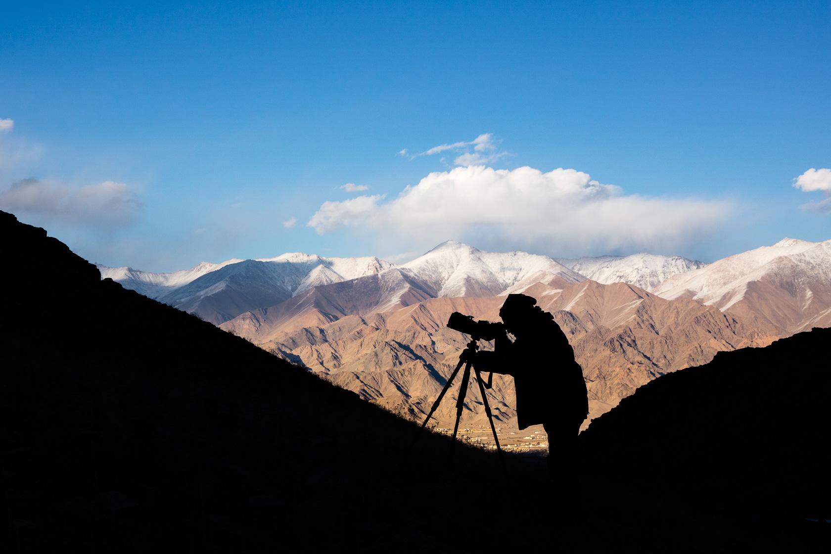 guide naturaliste Dorje Stanzin à la recherche de panthère des neiges au Ladakh