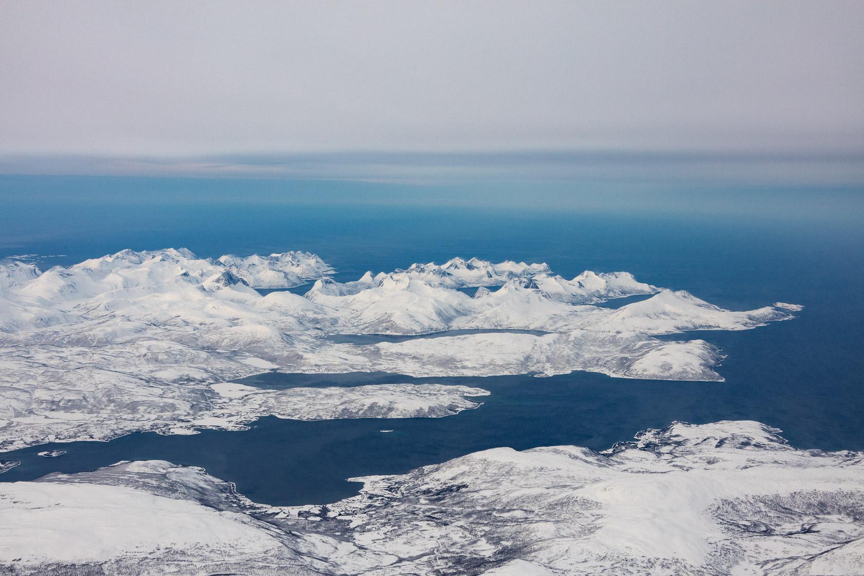 vue aérienne sur le nord de l'île de Senja,dans le comté de Troms, en Norvège