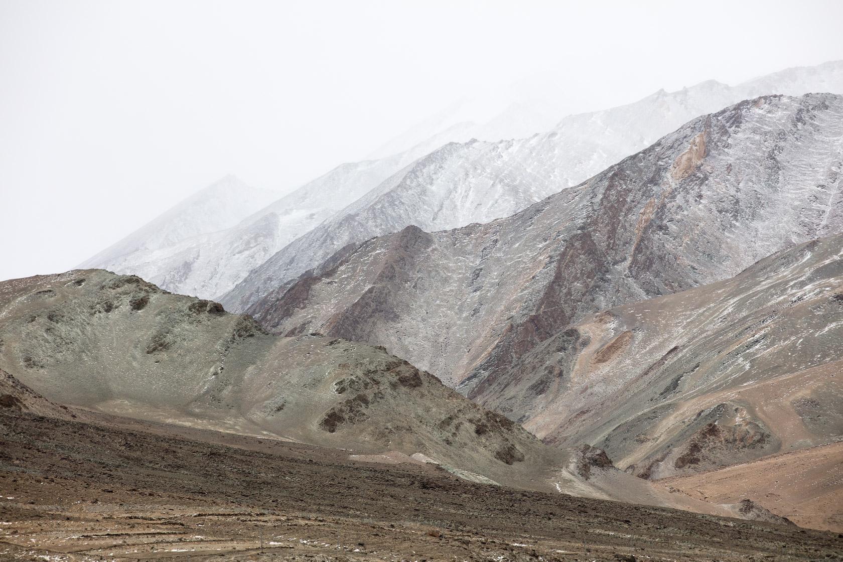paysage de montagnes dans le Chang Tang, au Ladakh, en Inde