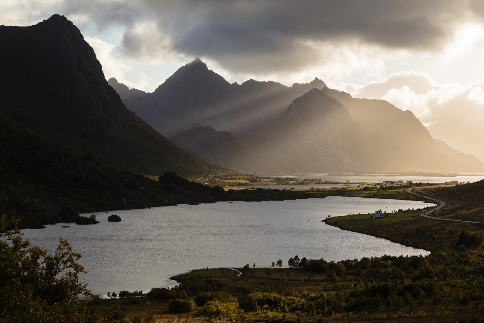 paysage depuis le nappskaret pendant le voyage photo couleurs d'automne dans les Lofoten, en Norvège