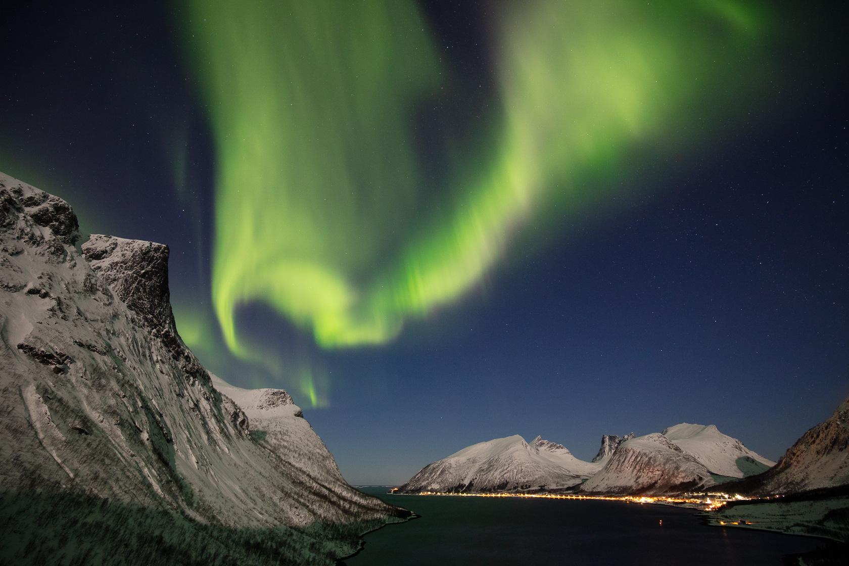 aurore boréale sur Bergsbotn, dans l'île de Senja, lors d'un voyage photo en Norvège