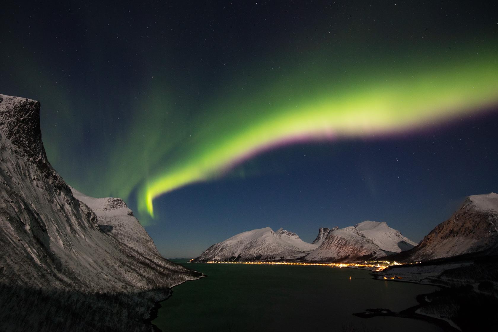 aurore boréale sur Bergsbotn, dans l'île de Senja en Norvège, lors d'un voyage photo