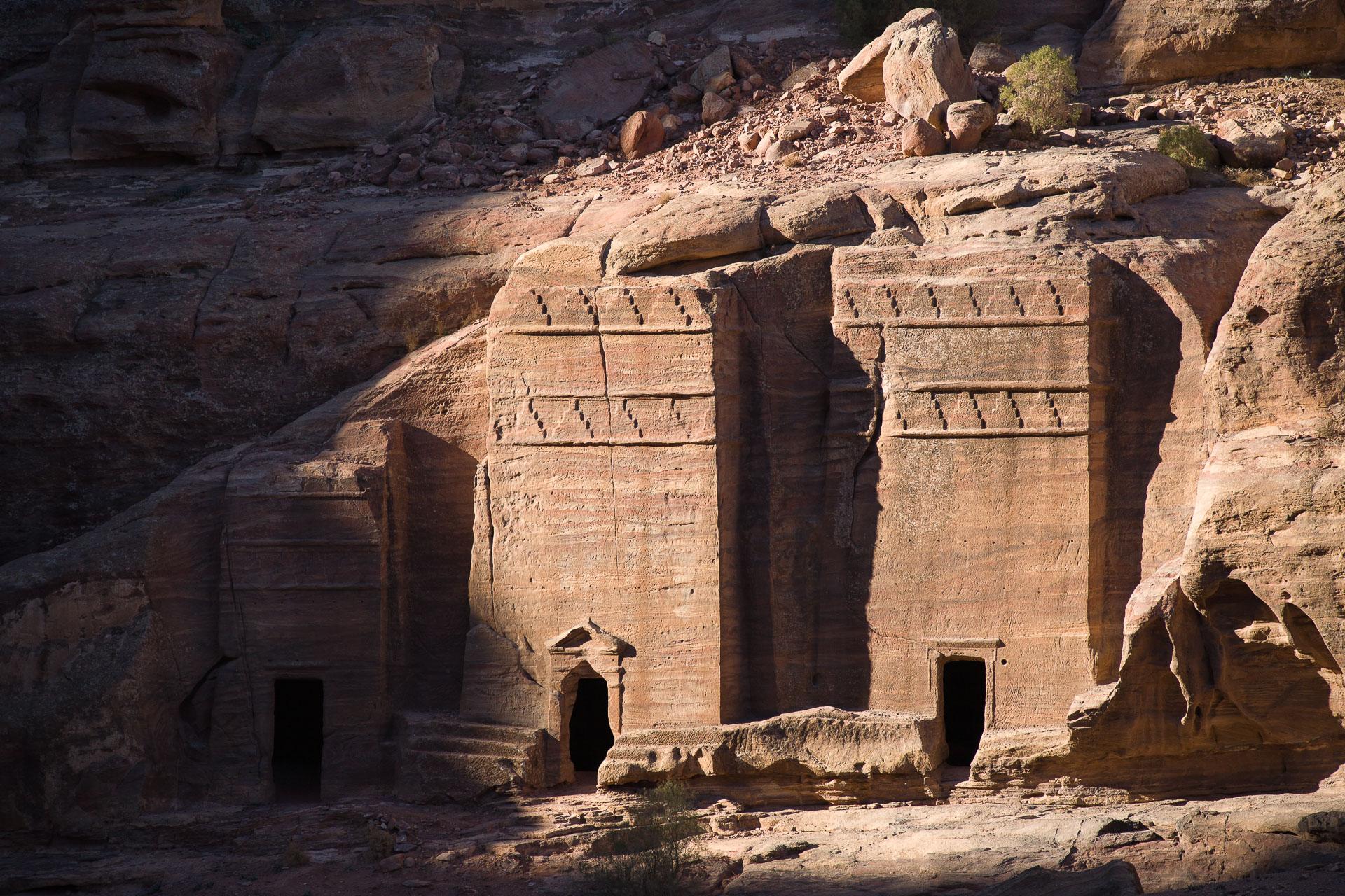 Tombeau nabatéens de style assyrien à Petra en Jordanie
