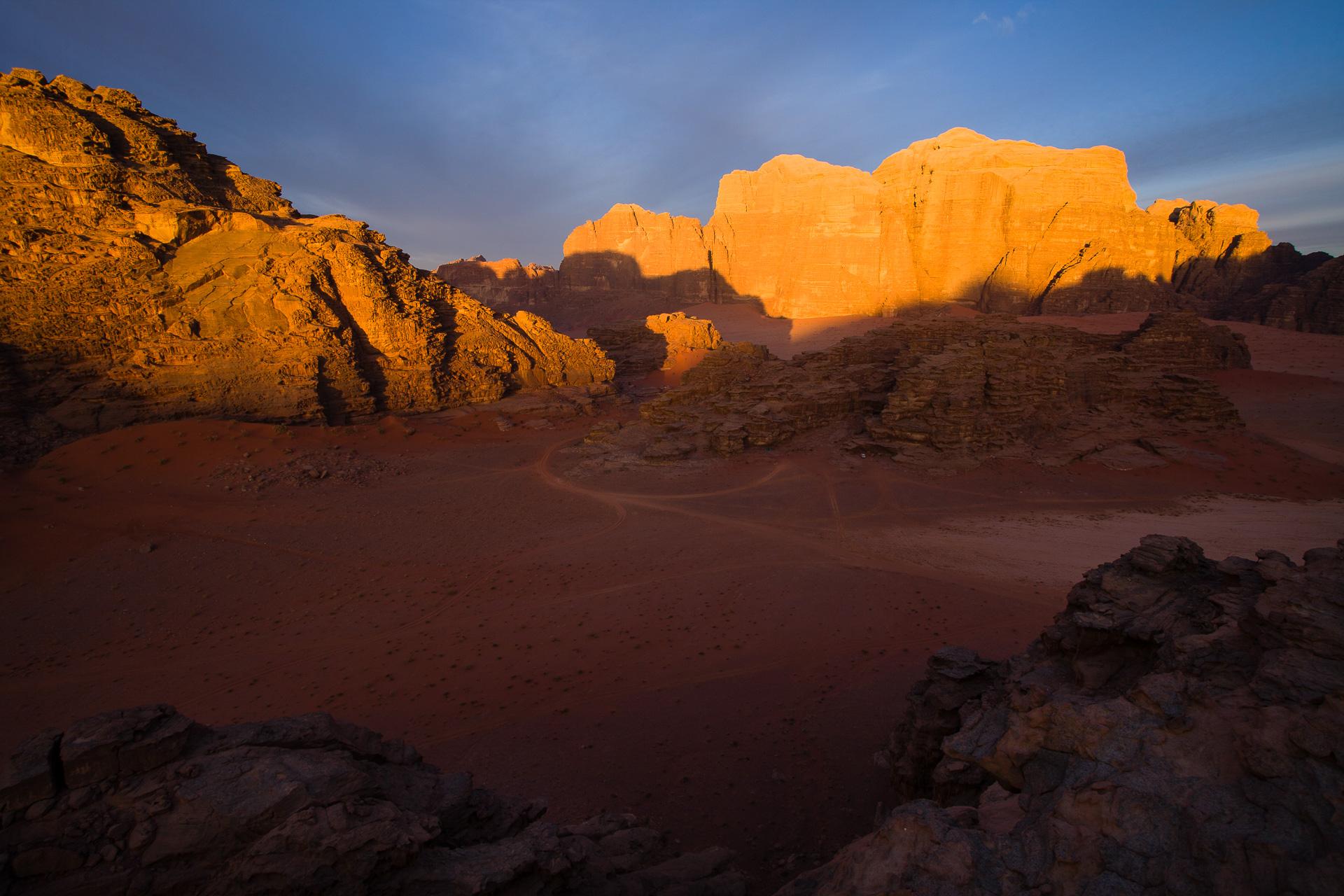 Djebel Um Ishrin dans le désert de Wadi Rum en Jordanie
