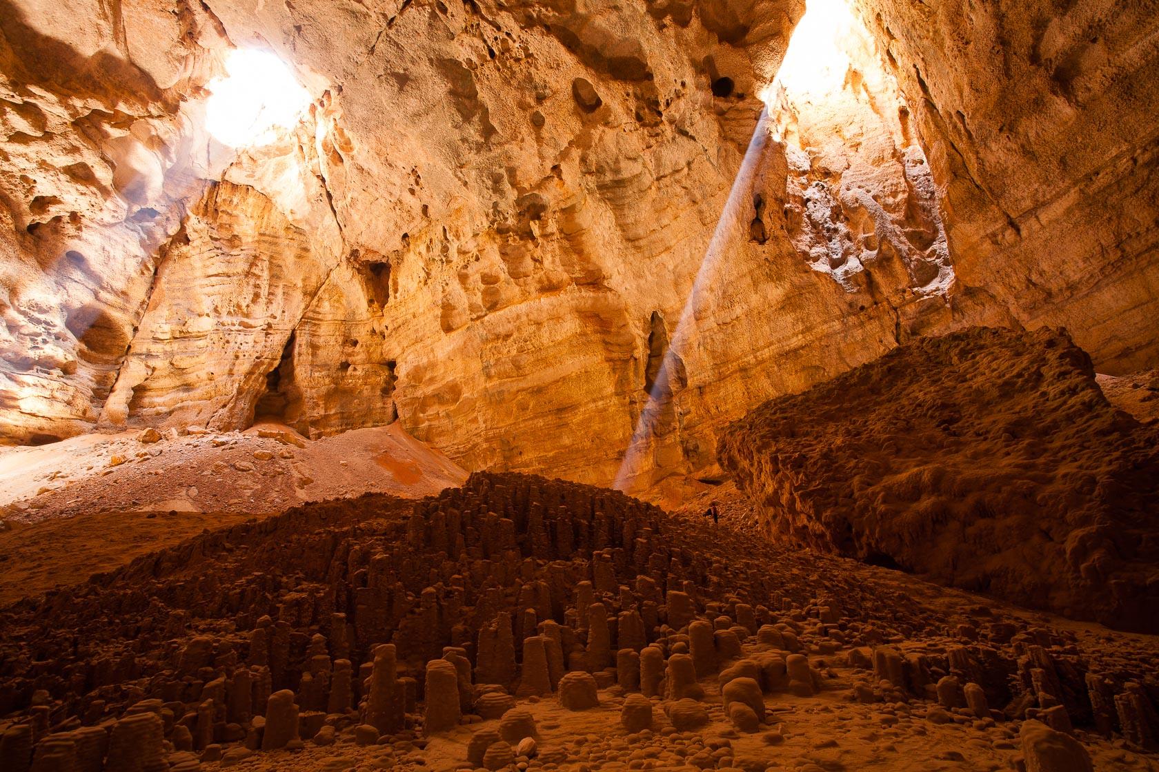 grotte de Majilis Al Jins, sur le Salmah Plateau à Oman