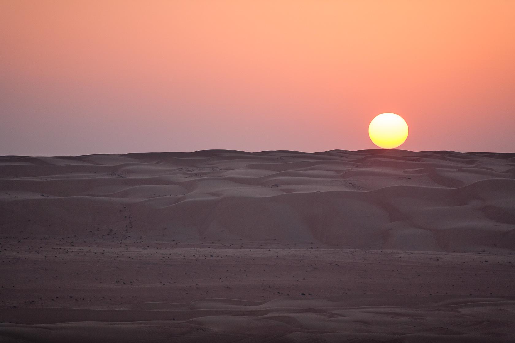 couché de soleil sur les dunes du Ramlat al wahiba, à Oman
